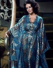 Elizabeth_Taylor_in_Kaftan_blue_medium